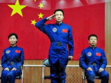 Китай отправляет на орбиту первую женщину-космонавта
