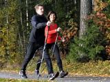 Шведская ходьба при помощи палок от BungyPump эффективна для здоровья