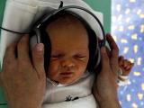 Недоношенным детям полезна живая музыка