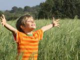 Человек обретает счастье с живой природой