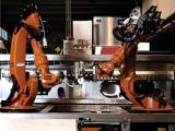 Mark Sharkr: дебют первого в мире робота-бармена, управляемого клиентами