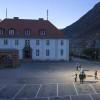 Норвежский городок будут освещать гигантские зеркала