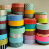 Декоративные бумажные ленты в оформлении букетов