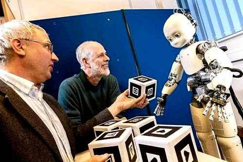 Ученые создали робота, который может учить простые слова при общении с людьми