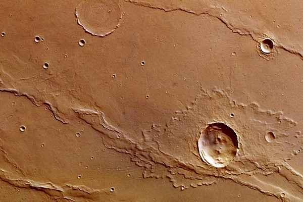 Марсианский зонд передал необычные снимки кратера Марса