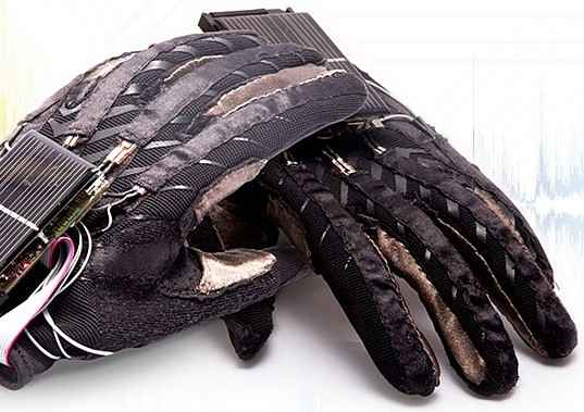 Украинские студенты изобрели говорящие перчатки