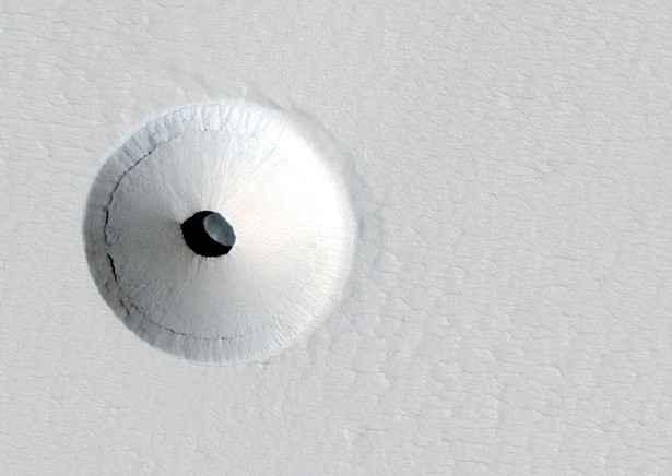 Ученые NASA обнаружили на Марсе подземную пещеру