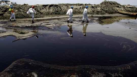 Ученые Израиля обнаружили недорогой способ сбора разлитой нефти