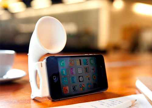 Bone представляет подставку с усилителем звука для iPhone Bone Horn Stand Pro