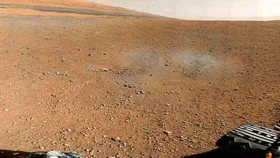 Марсоход Curiosity передал цветную панораму Марса