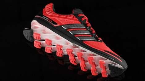 Новые беговые кроссовки Adidas Springblades установят на ваши подошвы пружины