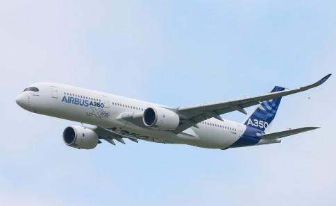 Компания Airbus представила модель A350 XWB на авиасалоне Ле-Бурже