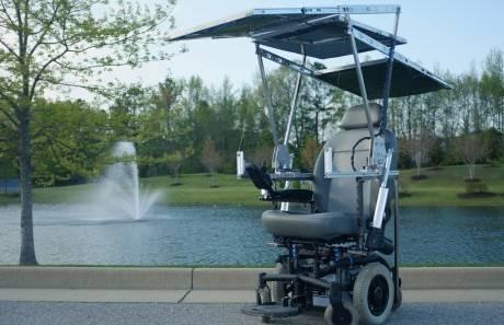Созданная студентами инвалидная коляска работает непрерывно на солнечной энергии