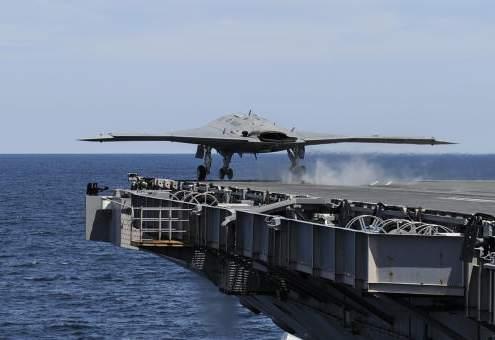 Американский беспилотник впервые посадили на авианосец