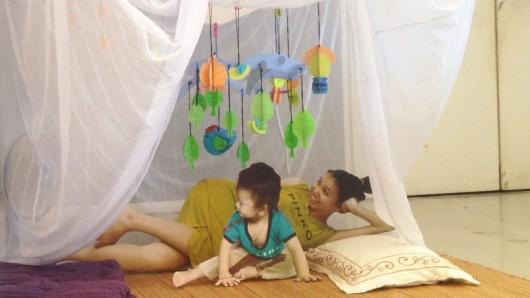 Сетки от комаров помогают семьям соединяться вместе