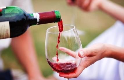 Красное вино снижает смертность у мужчин