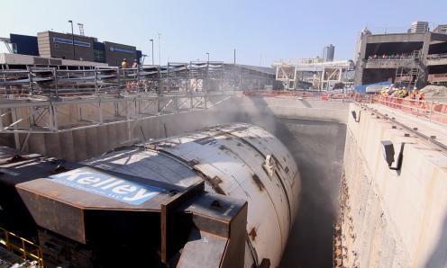 Крупнейшая машина в мире для бурения туннелей начала работу под  Сиэтлом
