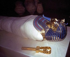 tutankhamun-golden-mask2