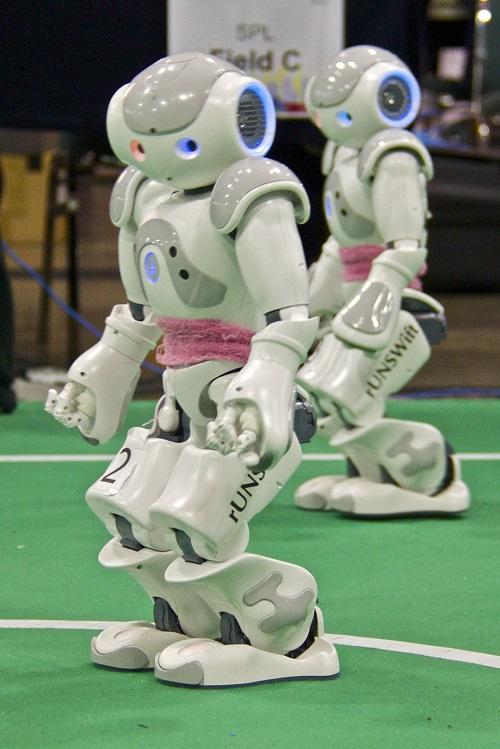 Скоро сойдутся роботы-футболисты в матче с людьми!