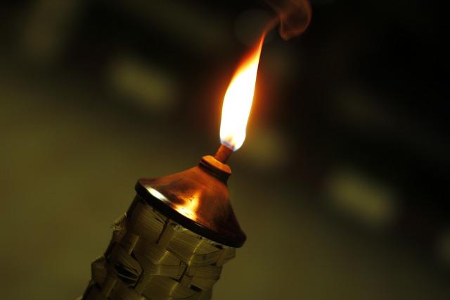 Новый вид зарядки смартфонов – пламень свечи!